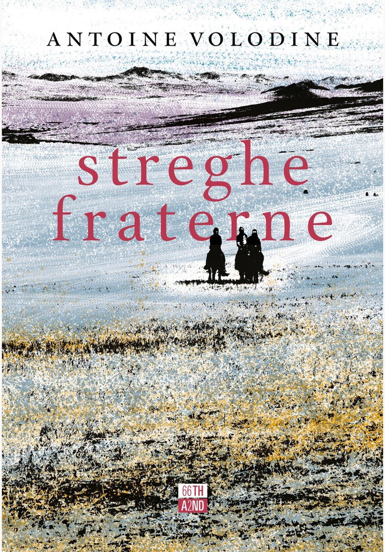 """La cover del libro di Antoine Volodine intitolato """"Streghe fraterne"""". La copertina mostra un'illustrazione di una prateria con tre figure all'orizzonte su un cavallo"""